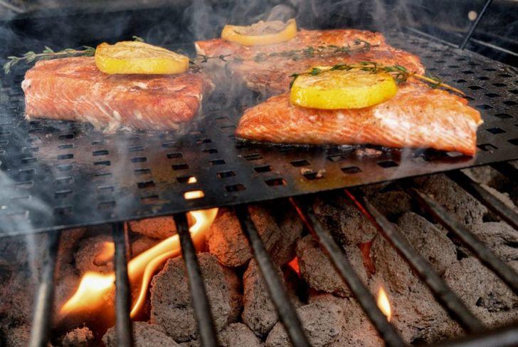 grilled salmon lemon onion topper