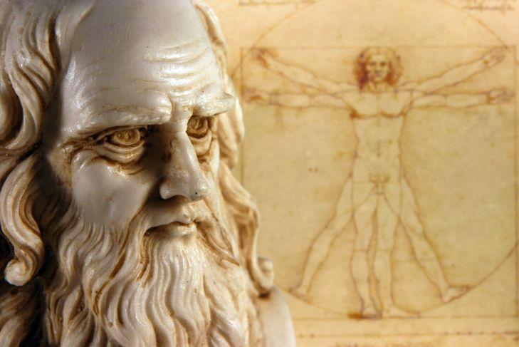 Leonardo da Vinci statue and drawing in background