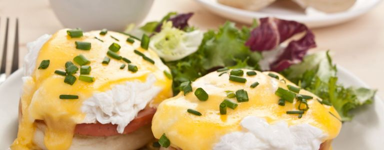 How to Make an Easy Eggs Benedict