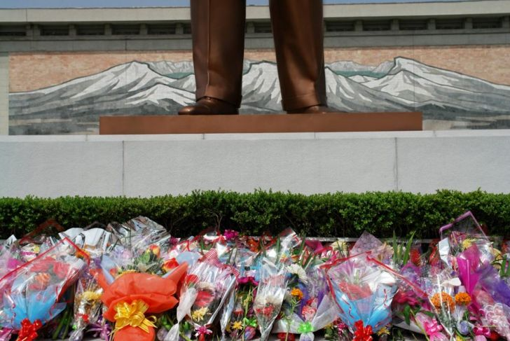 Kim il-sung statue with flowers