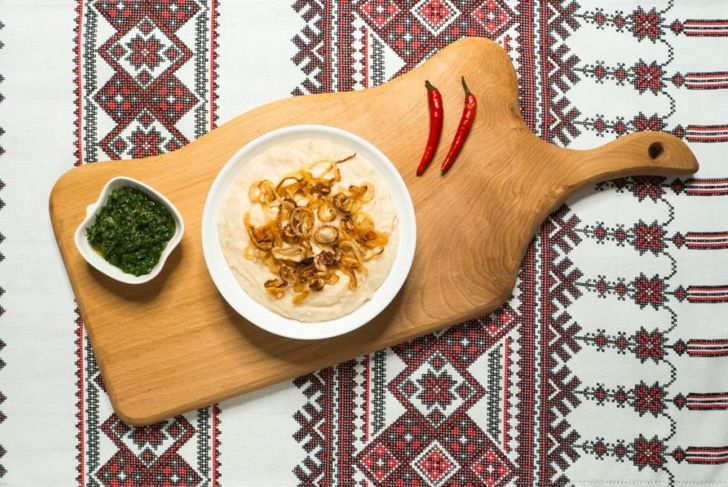 Basic hummus with carmelized onions