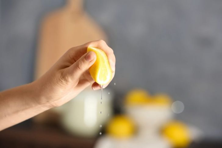 lemon acid squeezing