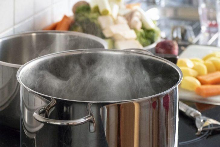 blanching vegetables boil water