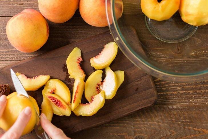 prepare peel cut peaches