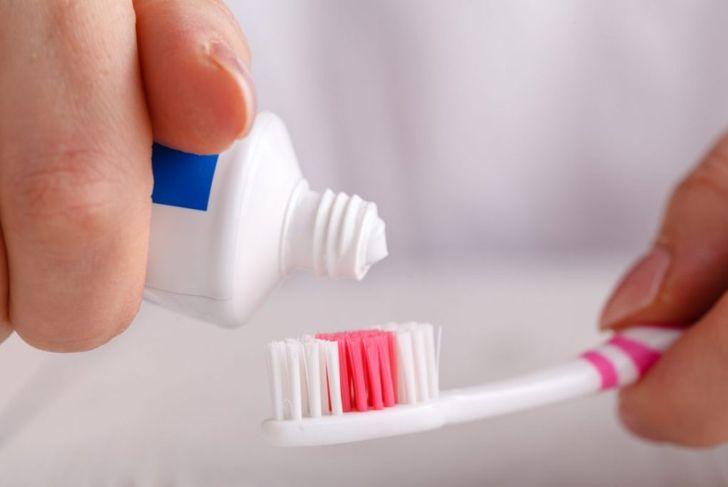 toothpaste exfoliate hair dye