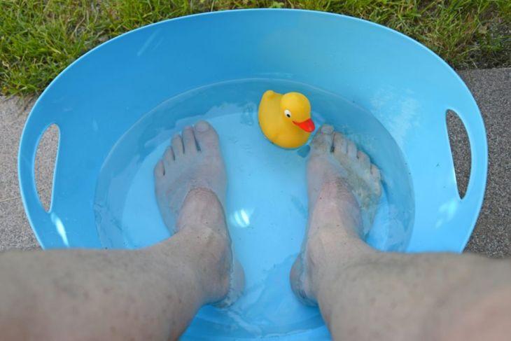 ingrown toenail soak warm water