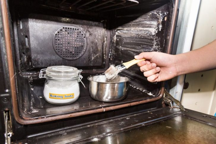 baking soda oven cleaning natural