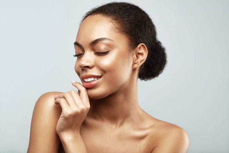 black woman natural hair bun