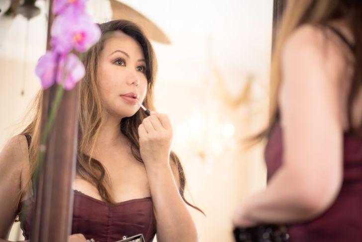 lip gloss moisturizing