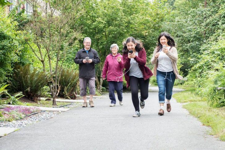 teens seniors smartphones running