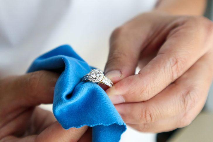 hand polish dry cloth