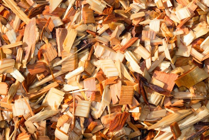 Cedar chips to prevent fleas