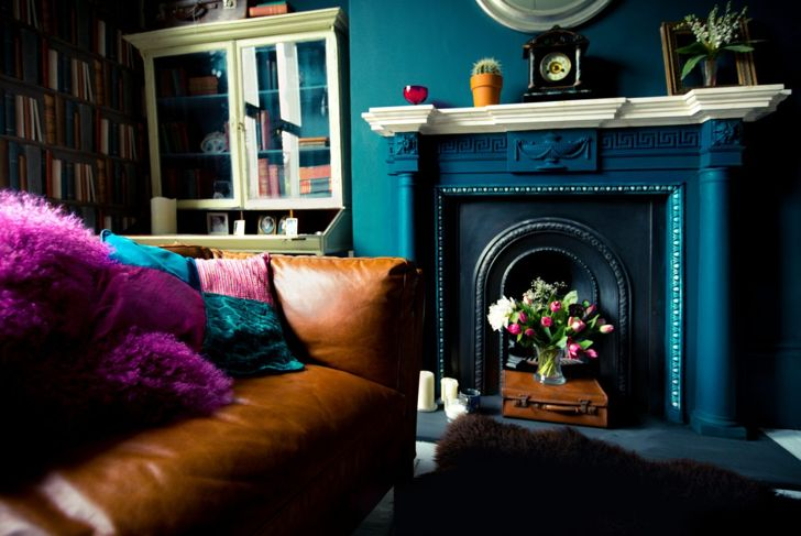 Deep tones and contrasting hues add character and brighten up this vintage room.