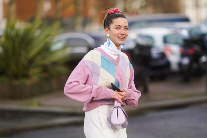 Woman wearing a pink scrunchie in a messy bun