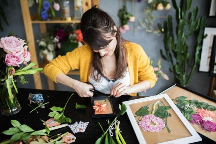 Making pressed flowers frames