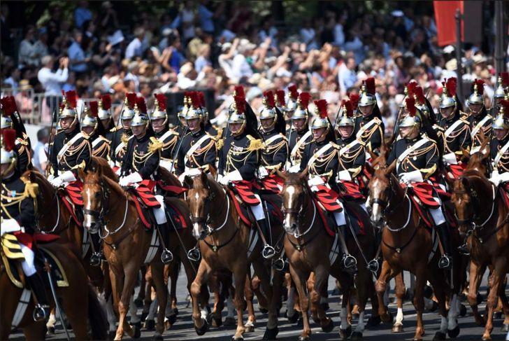 military paris champs elysees parade