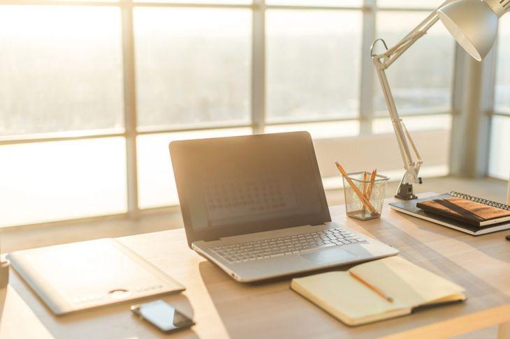Minimalist workspaces prevent distraction