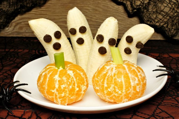 Healthy Halloween fruit platter