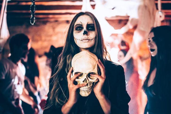 woman halloween party skull