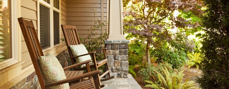 Easy and Creative Ideas for a Welcoming Front Porch