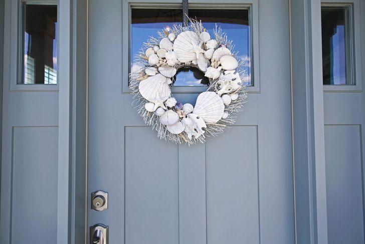 summer shell door decor