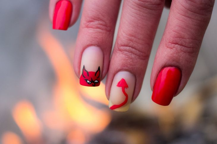 Halloween nails red devil