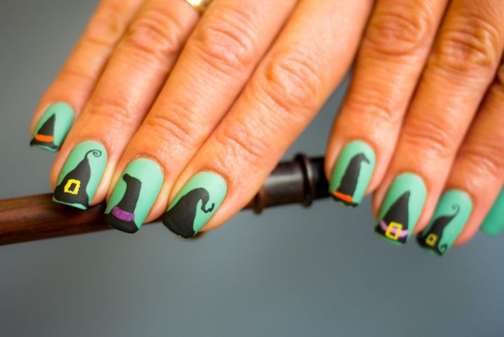 Halloween nails green black witches hats