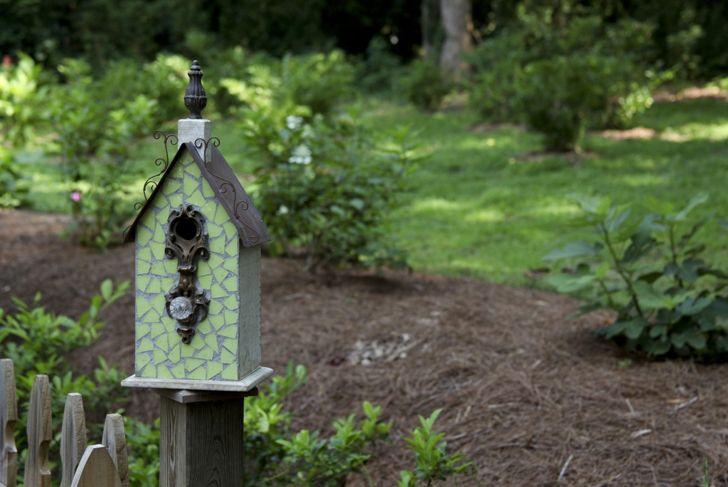 repurposed fence birdhouse