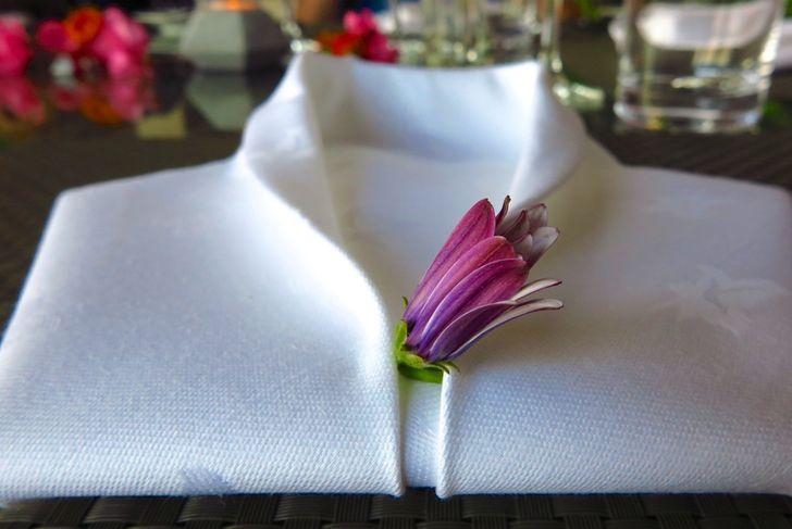 tuxedo style napkin fold
