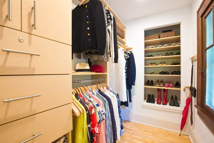 Closet with second clothes rod