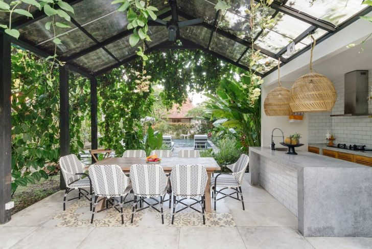 Outdoor kitchen with glass roof