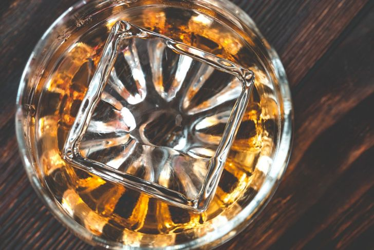 Make large clear ice cubes