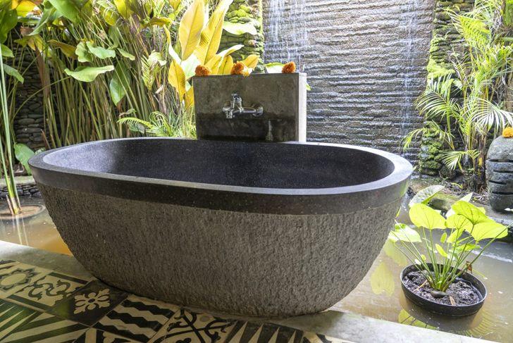Home spa style outdoor bathroom