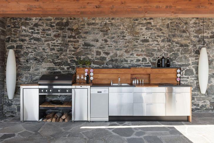 Outdoor kitchen with big lights