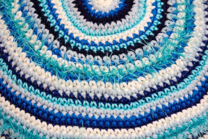 A round crochet blanket