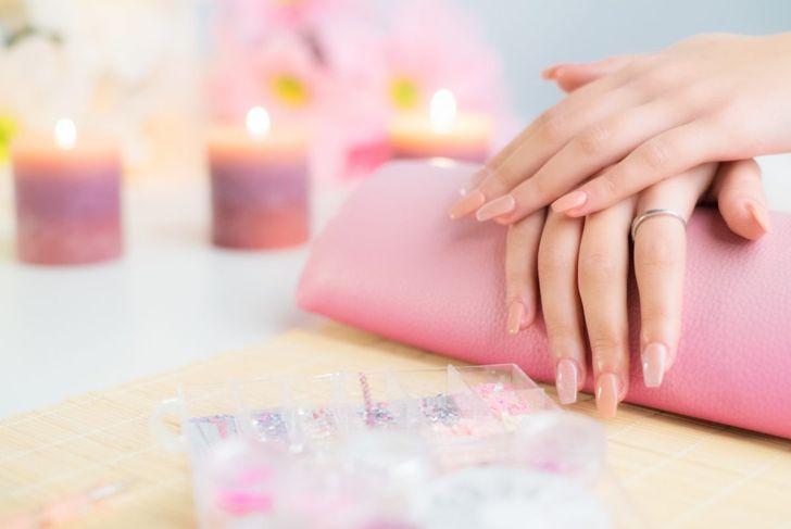 Acrylics nails drying