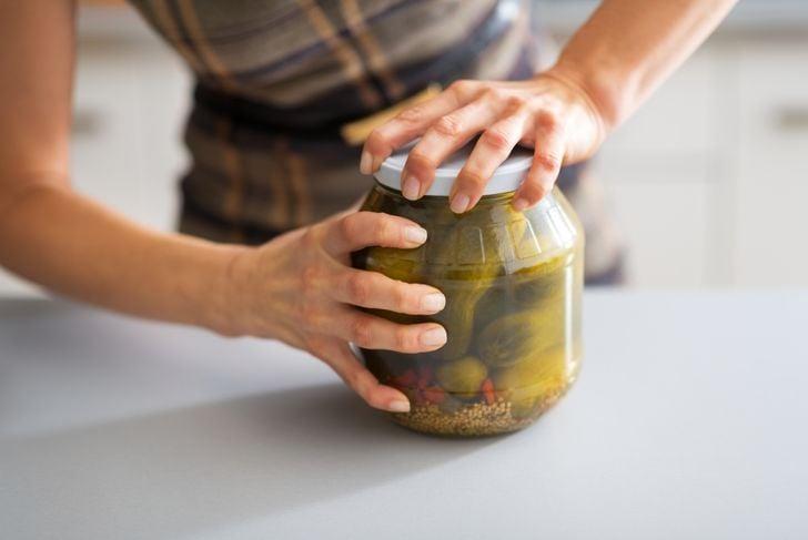 tap jar to open lid