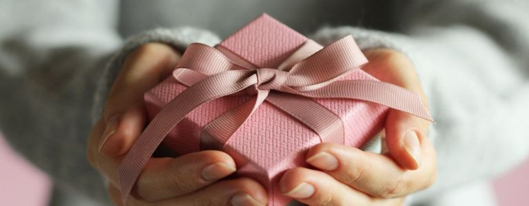 Traditional Anniversary Gift Ideas for Your Spouse