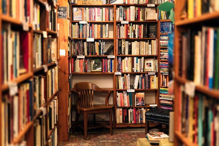 Boho bookshelves