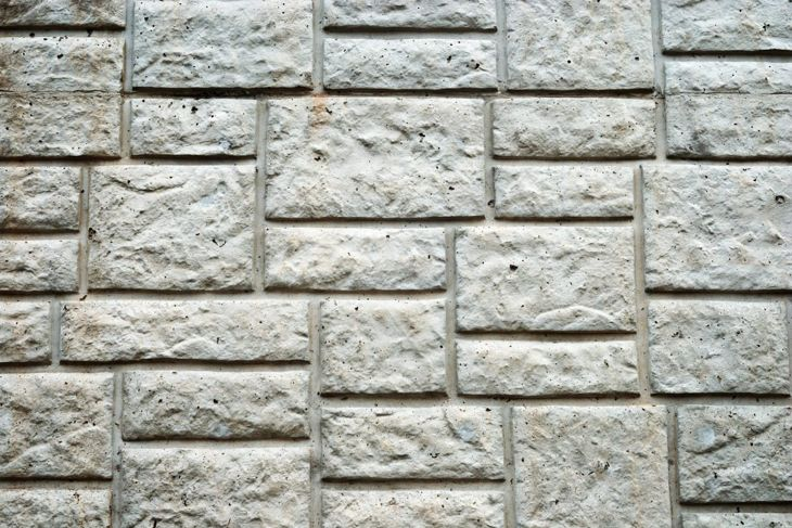 Concrete wall with block design