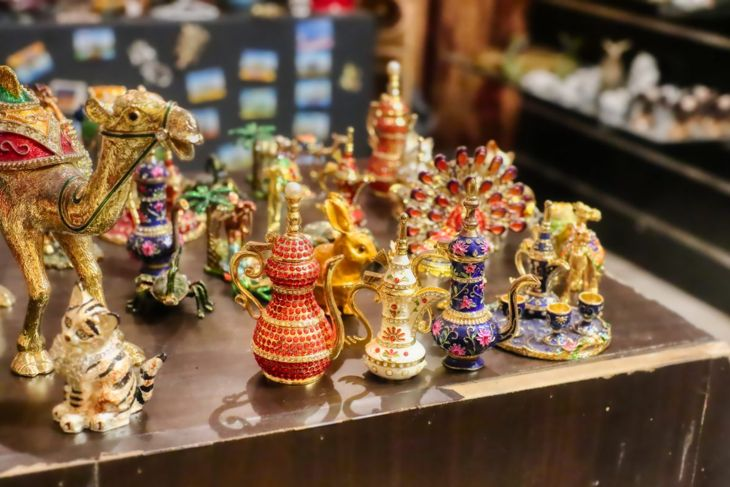 Table of ornaments