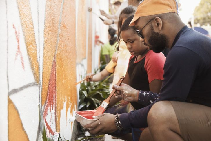 Volunteer wall painters