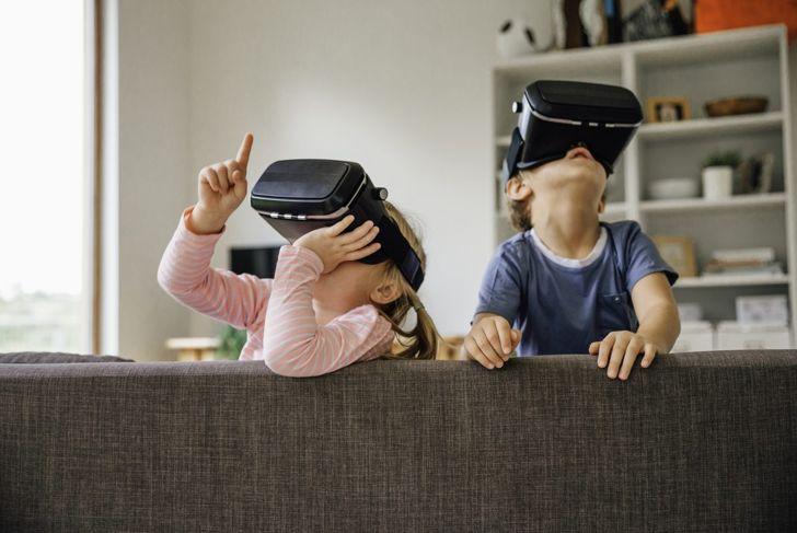 kids taking a virtual tour