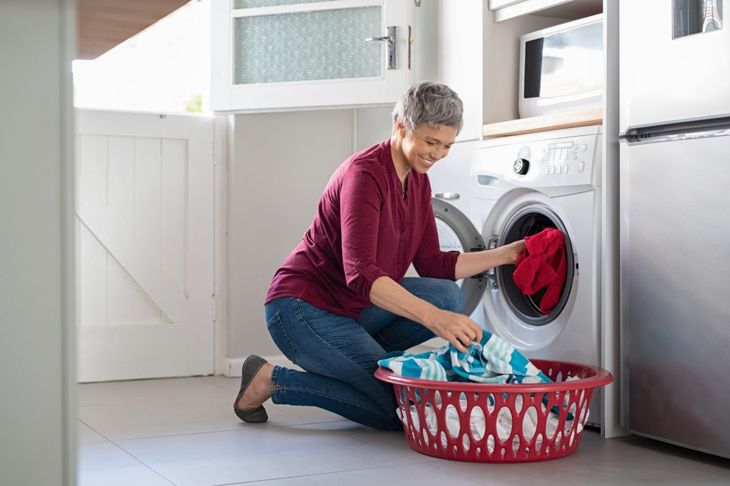 Wash bedbug-infested clothing
