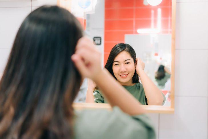 Woman mirror face shape