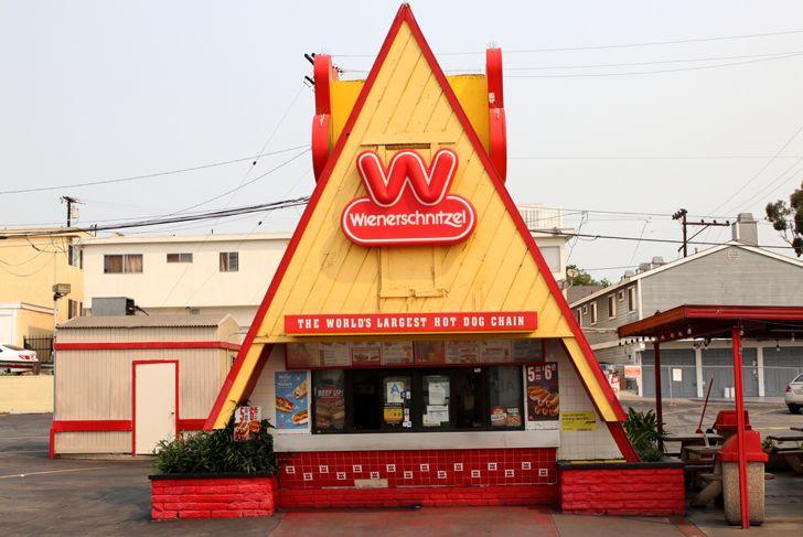 Wienerschnitzel restaurant exterior