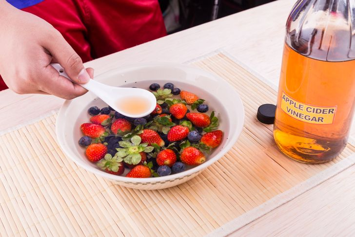 using vinegar to wash fruits